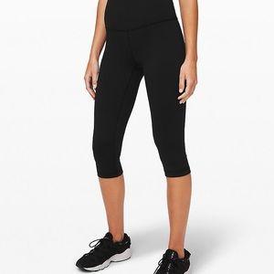 NWOT black lululemon high waisted cropped leggings